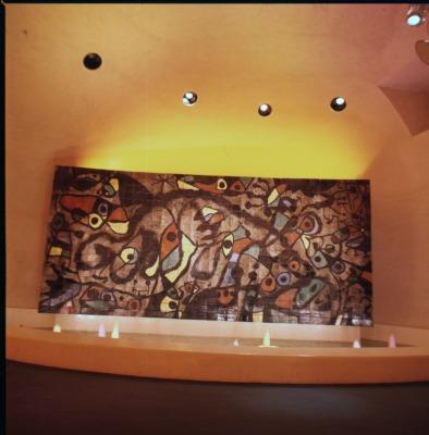 ミロの大壁画「無垢の笑い」