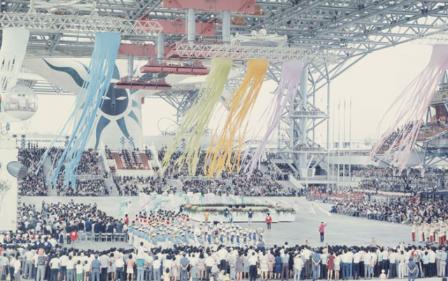大阪万博式典風景と太陽の塔