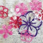 切り紙梅の花