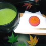茶室「千里庵」での呈茶 ※割引入園券付抹茶券も販売しています
