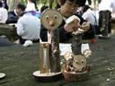 木や竹、木の実を使った工作